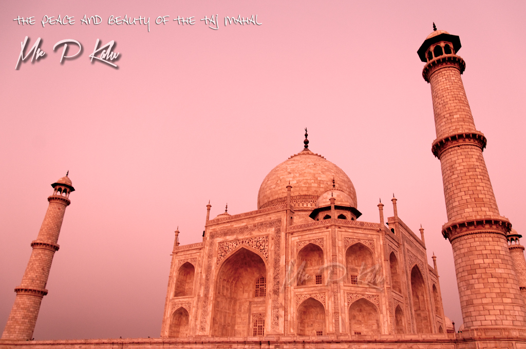 The-Taj-Mahal-At-Sunrise